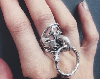 ouro knuckle // silver door knocker ring