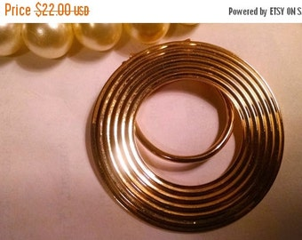 SPRING SALE Signed Jeri Lou Mid Century Vintage Gold Round Circle Ring Scarf Clip Holder