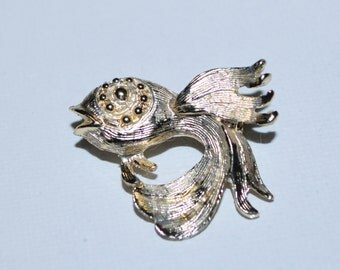 Vintage Coy Fish Brooch Textured Silver Pin