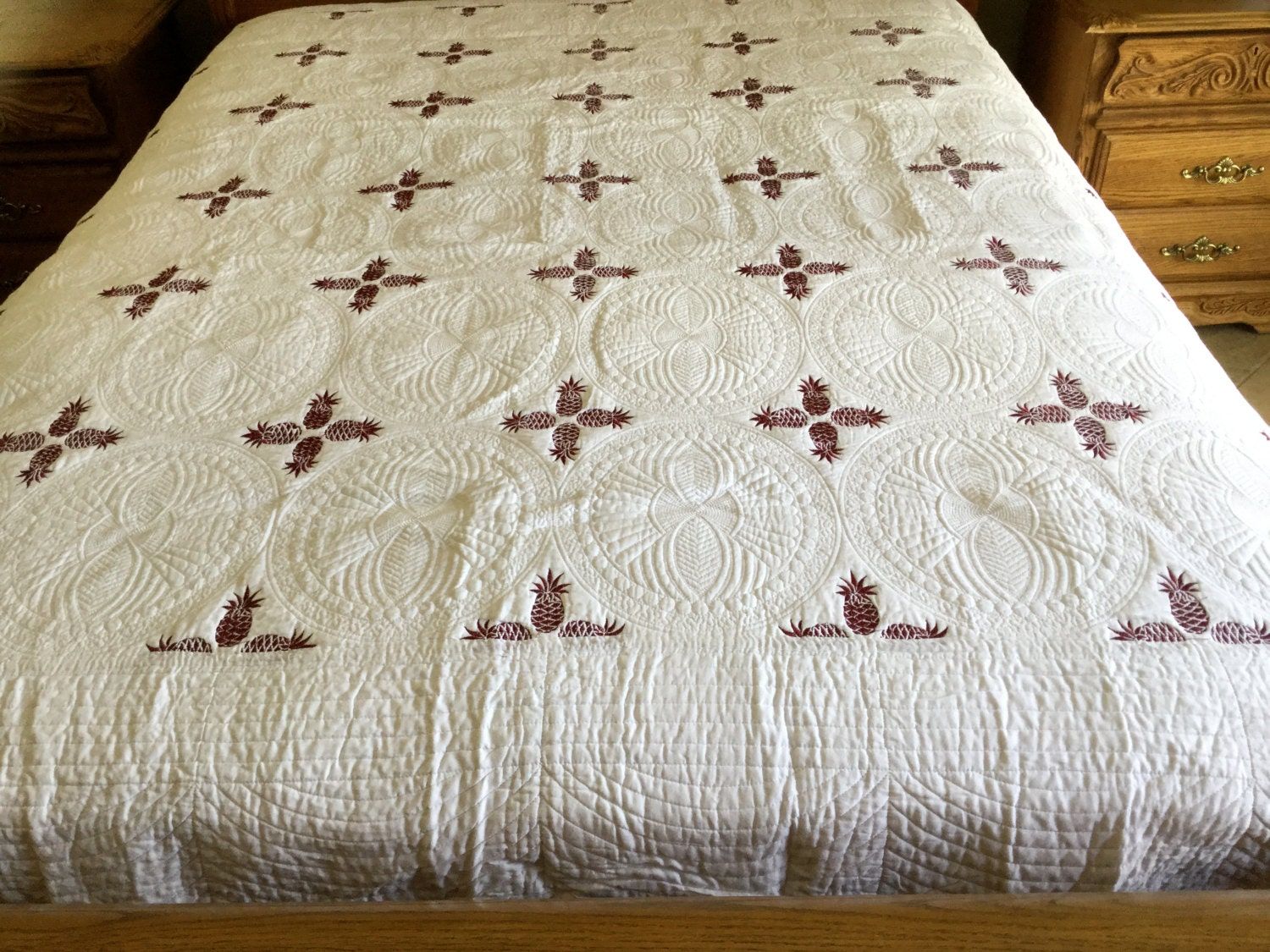 king size red wine with white pineapple design quilt 404. Black Bedroom Furniture Sets. Home Design Ideas