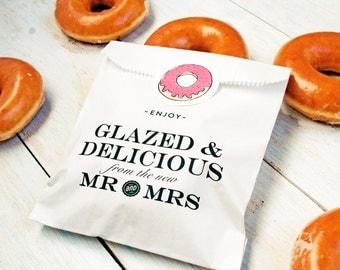 Donut Favor Bags - Wedding Food Favor Idea  - Glazed and Delicious Doughnut - Reception Favor Bag-  20 White - Wax lined Favor Bags