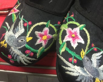 vintage Asian shoes size 6 satin slippers embroidered shoes black flats euro size 36
