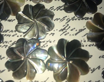 A Vintage Carved SWIRLY Smokey Gray Black Mother of Pearl Button .75 in