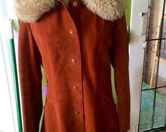 Vintage womens 1970's rust penny lane  leather sherpa/fur  collar jacket. Size Small