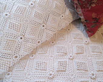 Vintage Crochet Bedspread - Gorgeous Pop Corn - Hobnail design - full, queen
