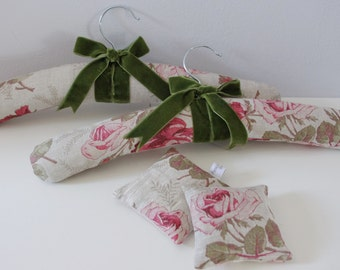 A Pair of Padded Coat Hangers & Lavender Sachet Gift Set