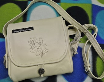 Unique one-of-a-kind shoulder/handbag of creame white soft highquality skin/leather with a quilt flower decoration
