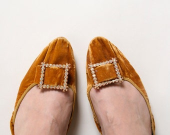 Vintage 1960s Flats - Caramel Velvet Slippers with Rhinestone Buckle - size 6