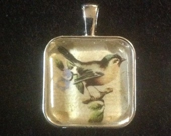 C11  Vintage Inspired Bird Charm Pendant Necklace