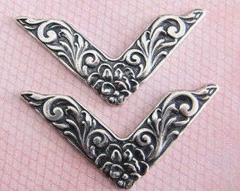 2 Silver Decorative Corner Findings 1335S3