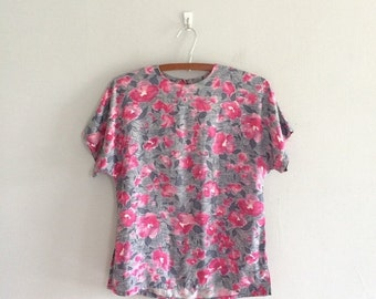 Pink floral top / short sleeve top / floral print blouse key hole back