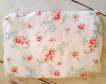 Vintage Sweet Rose Print Hankie Handkerchief or Lingerie Holder