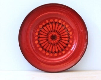 Medallion Red. 1970s Metlox Poppytrail salad plate.