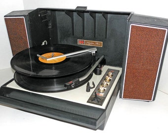 1960s Silvertone Wildcat Automatic Solid State Stereo Record Player