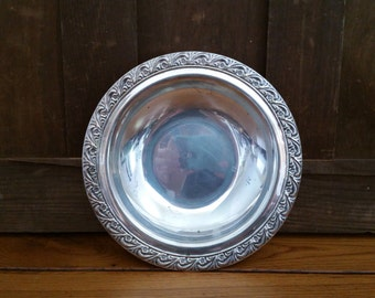 Vintage WM Rogers Silverplate Tray Platter Serving Dish Bowl Perfect for Entertaining