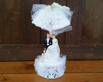 Vintage Bride and Groom in a Gazebo Cake Topper Coast Novelty Vintage Wedding