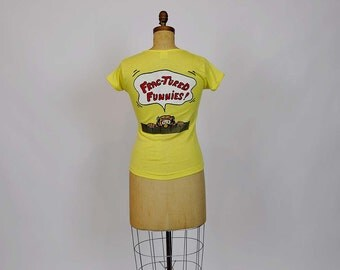 70s top / Foxy Fitted 1970's Vintage Novelty Print T - Shirt