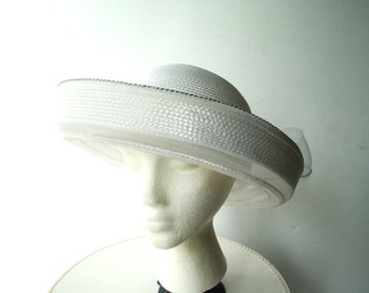 Wedding vintage 80s crisp white faux straw hat with a large crinoline bow. Size 22.