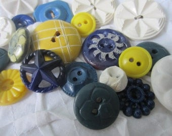 Vintage Buttons - Cottage chic mix of blue,  yellow and white, lot of 22 old and sweet( aug 49b)