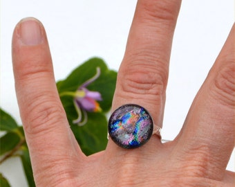 051 Fused dichroic glass ring, adjustable, silver plated, round, sparkling, pink, purple, blue