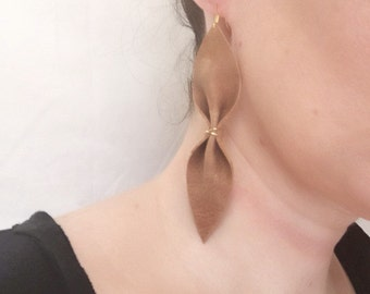 Brown leather wired earrings