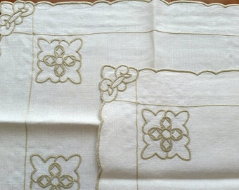 Dining for 2 Runner & Placemats, vintage ecru linen embroidered, flowers Fleur di Lis