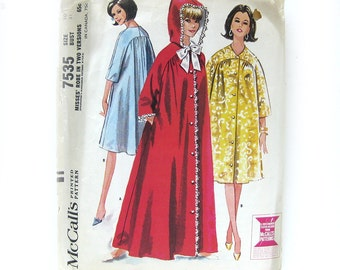 1964 Vintage Robe Pattern Hooded Bathrobe Housecoat  McCall 7535 Vintage Sewing Pattern Design Juli of Slumbertogs / Size 10