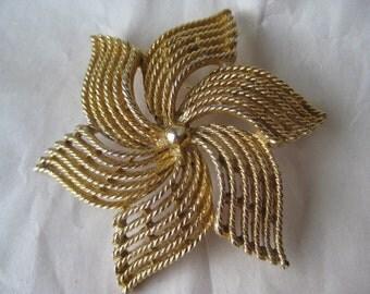 Flower Gold Brooch Filigree Vintage Pin