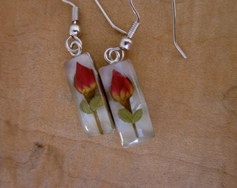Real Roses preserved in resin - dangle earrings, simple, sweet, dried flowers, leaves, gift, woman, wife, love, lover, romantic, friend, red