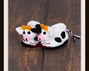 Crochet Pattern 117 - Dairy Cow Baby Booties - 5 Sizes