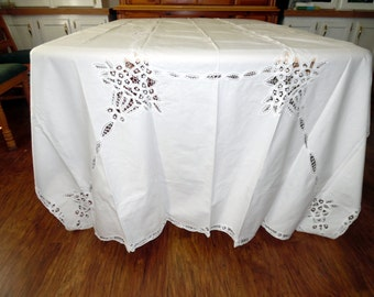 Lovely Battenberg Lace Banquet Tablecloth 64 X 118 Inches