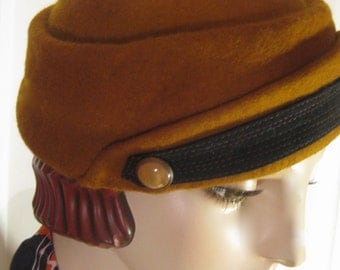 ON SALE/ 1930's Sculpted Percher Hat with Vintage Buckle