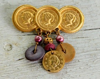 COIN Brooch Gold Tone