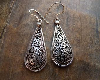Filigree drop earrings ~ Nepal