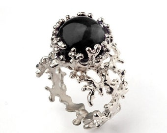 ON SALE - CORAL 14k White Gold Onyx Ring, Black Onyx Engagement Ring, Unique Gold Ring, White Gold Gemstone Ring