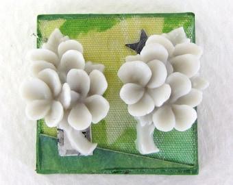 Vintage Japanese Plastic Flower Cabochon Light Grey Bouquet Blank Flatback Japan 20mm pcb0053 (4)
