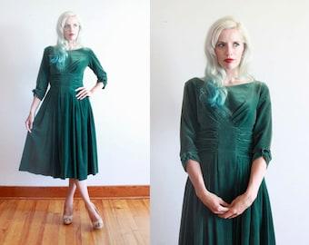 """1950s dress / 50s forest green velvet dress / size xs - s / bust 34"""" waist 26"""""""