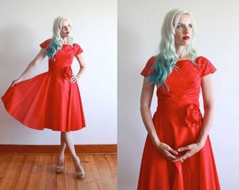 """1950s dress / 50s red dress with rose / 1950s party dress / size xs - s / bust 32"""" waist 26"""""""