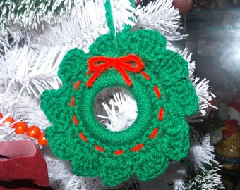 Crocheted mini wreath ornament