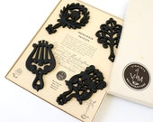 Vintage 1960s Trivets / 60s Virginia Metalcrafters Cast Iron 18th Century Design Trivets in Box VGC / For Small Flower Pots, Petite Vases