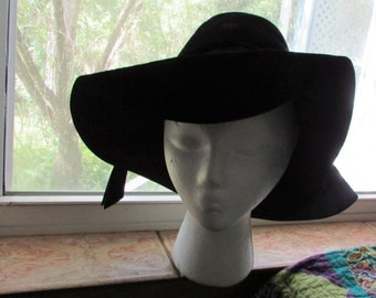 Vintage Boho Hippie 1960s Floopy Black VELVET Hat BERESFORD Size Medium