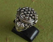Balinese Sterling Silver secret box ring  / silver 925 /  Handmade Poison Ring  / size : 7.75 ready to ship / request for size