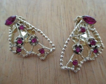 Vintage costume jewelry  / pink rhinestone clip on earrings