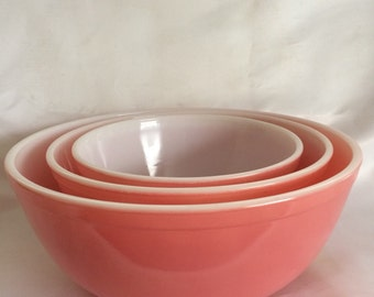 Set of 3 Solid Pink Pyrex Mixing Bowl