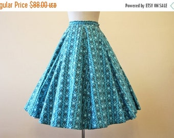 ON SALE 50s Skirt - Vintage 1950s Skirt - Novelty Print Turquoise Black Heart Circle Skirt XS -