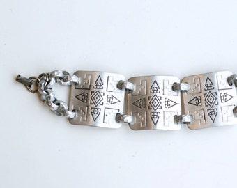 1940s aluminum WWII wide link bracelet with arrowheads / 40s vintage rare hammered aluminum silver metal wartime arrows bracelet
