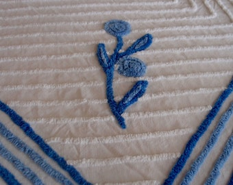 "Vintage Chenille Bedspread, White and blue chenille bedspread, 67"" x 102"" - #800-131 - CUTTER"