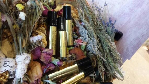 Le Bon Botanical Perfume Oil with Jasmine, Amber, Rose, Saffron and Pine. 10 ML