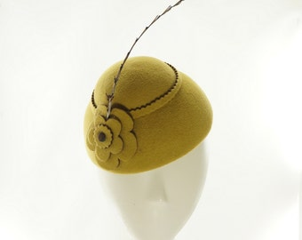 FASCINATOR - MINI HAT - Cloche Hat - Vintage Style - Felt Hat - Cocktail Hat - Yellow Hat - Mustard Yellow - Feather Hat - Party Hat