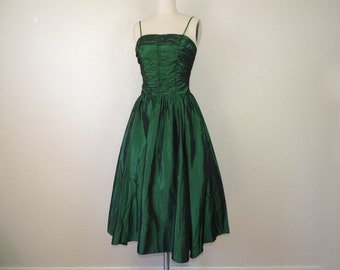 emerald lame party dress 70s does 50s shimmery green fit and flare prom gown small